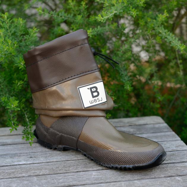 天然ゴムを使っているので驚く程やわらかいブーツ。雨がやんだらクシャッとすると軽快でお洒落に変身